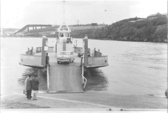 The Cleddau King at Hobbs Point : Note the collapsed bridge in the background